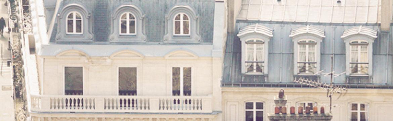 Tops et robes nuisettes au balcon