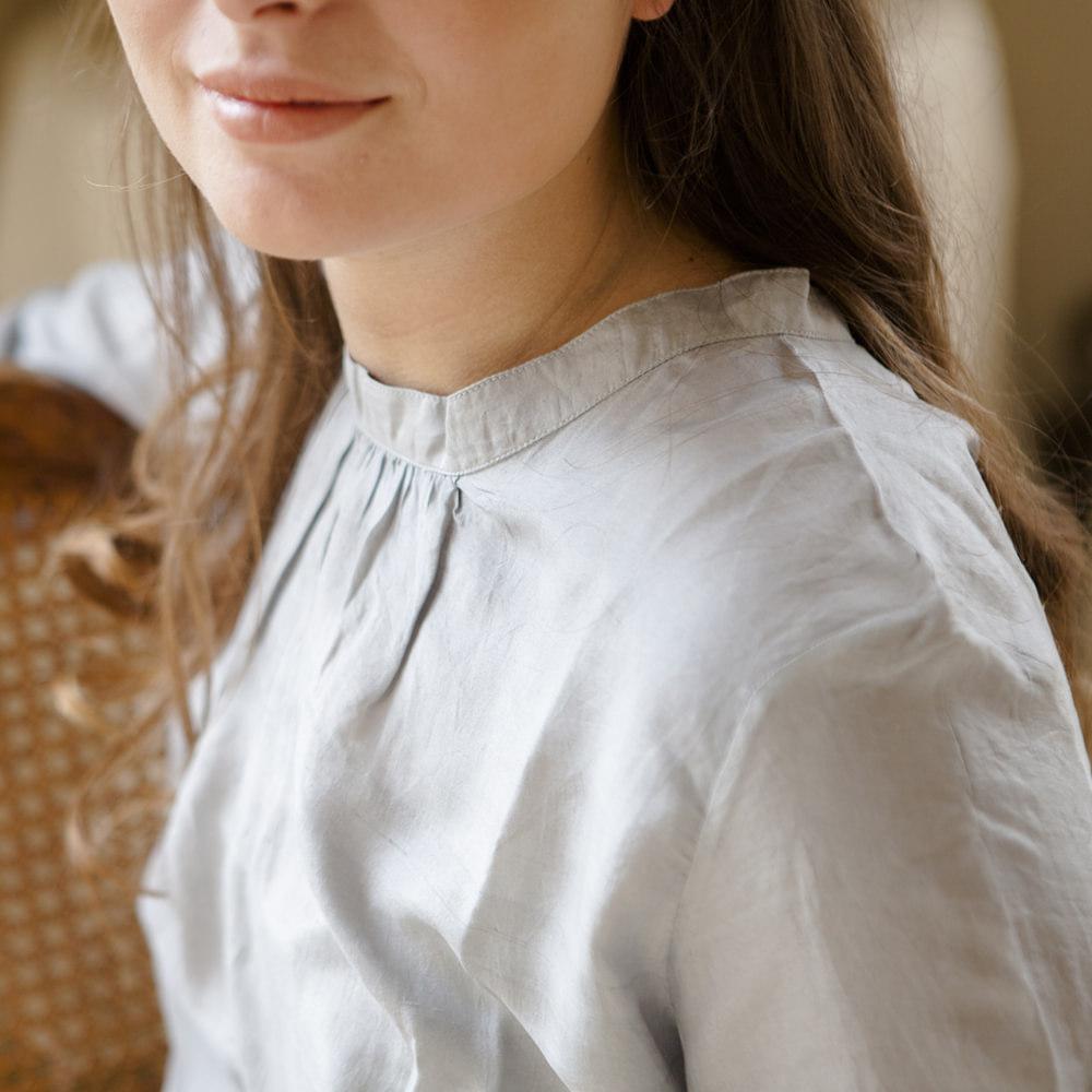 tunique en soie gris perle light Grey Jeanne Voilier, créatrice soies et bijoux précieux