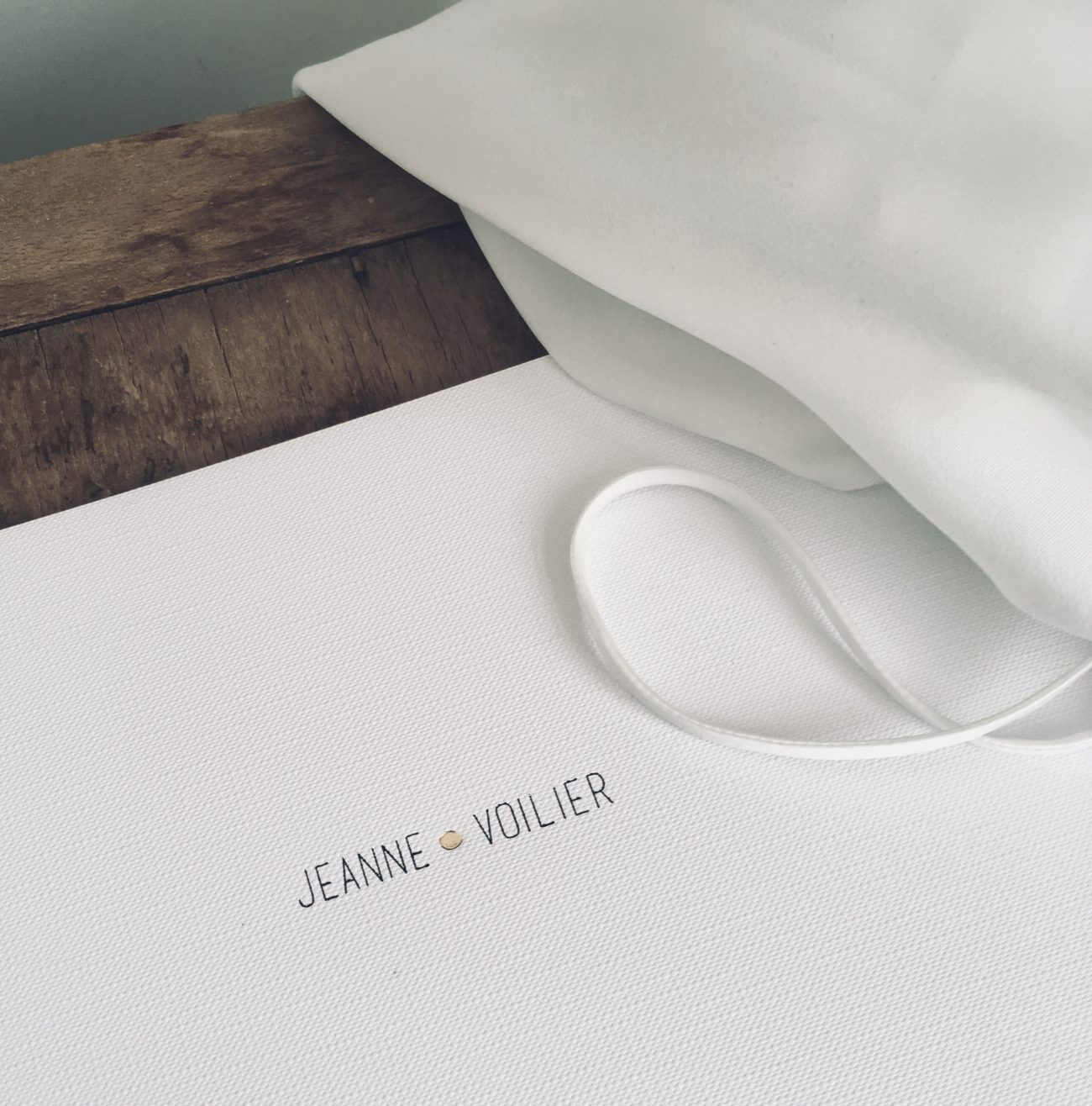 JEANNE VOILIER collections exclusives de tops et robes en soie