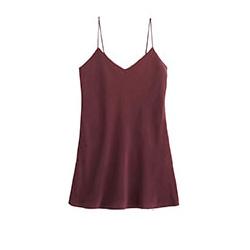 robe en soie rouge foncée
