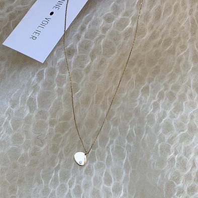 pull ivoire et bijou or et diamant Note personnelle | Jeanne Voilier, soies de jour et bijoux précieux