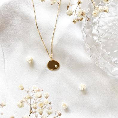 Bijou à personnaliser or et pierre précieuse Note personnelle | Jeanne Voilier créatrice soies de jour et bijoux précieux