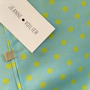 carré de soie Twiggy sweet bleu, Jeanne Voilier, créatrice soies de jour et bijoux précieux