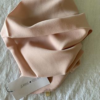 carré de soie rose poudrée | jeannevoilier, soies de jour et bijoux précieux