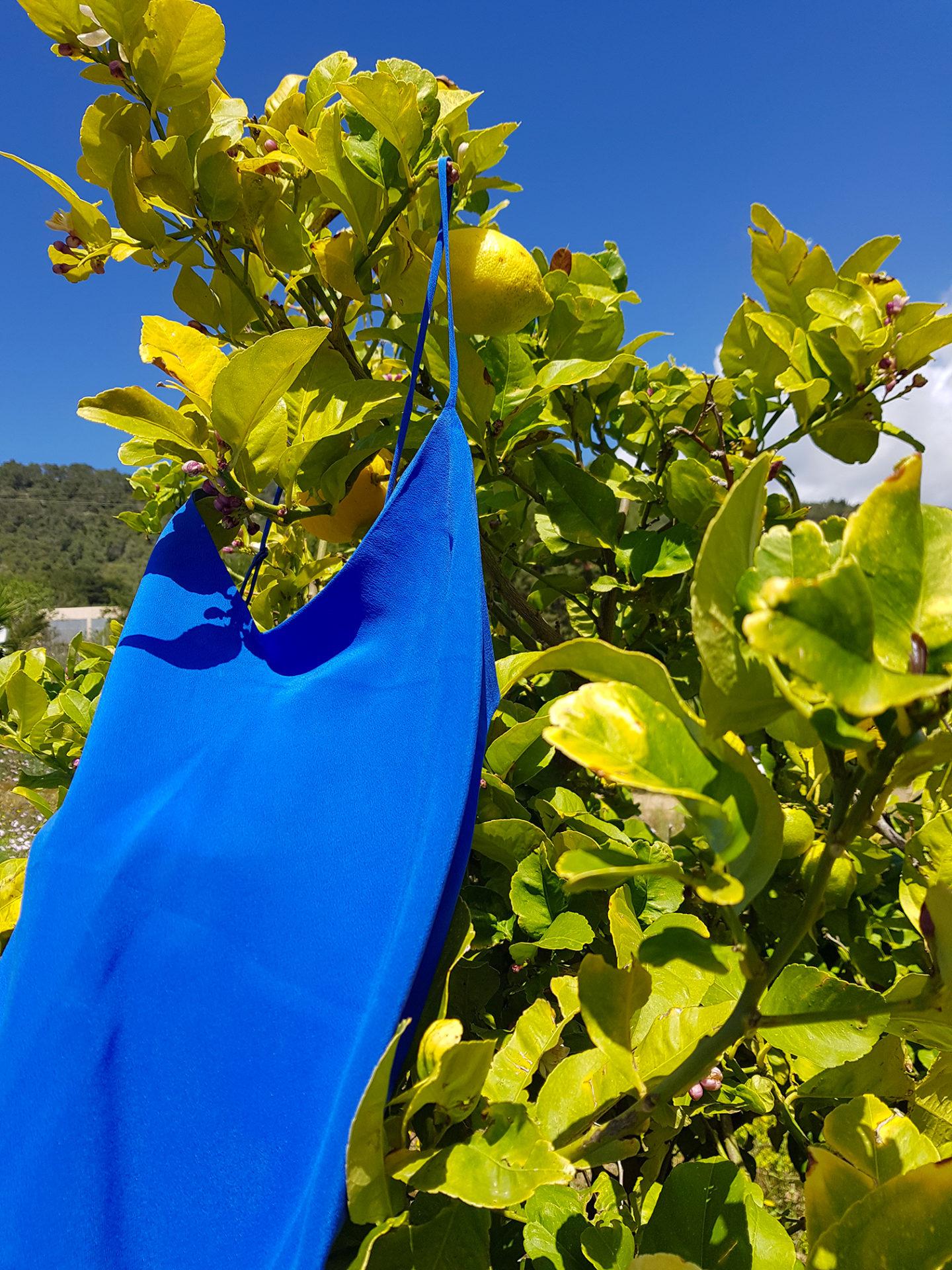 silk dress bleu Santorin, col. Jeanne   Jeanne Voilier, soies de jour et bijoux précieux