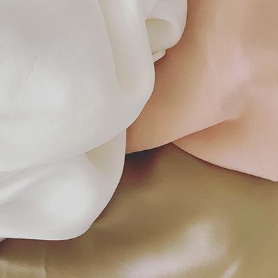 soies de jour rose poudré, ivoire et satinées | Jeanne Voilier, créatrice soies de jour et bijoux précieux